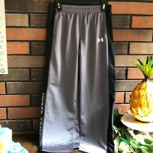 Under Armour Long Sports Pants, size YXL/JIG/EG